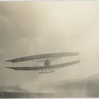 "[Glenn H. Curtiss flying Aerial Experiment Association Aerodrome No. 3 ""June Bug""]"